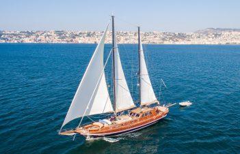 Crewed Yachts & Gulets