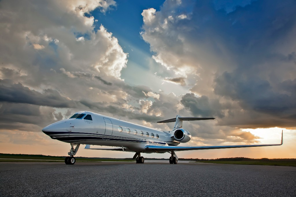 FLYING PRIVATELY TO YACHT CHARTER DESTINATIONS: AN ATTRACTIVE AND REALISTIC OPTION